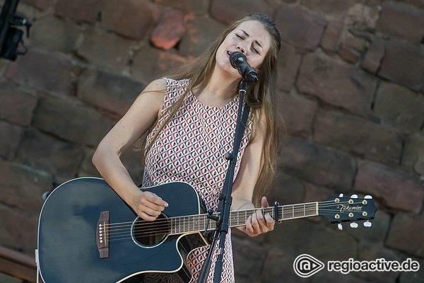Mit Charme - Bilder von Fee live als Opener von Angelo Kelly in Neuleiningen