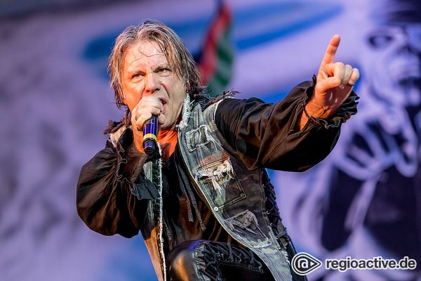Stählernes Musical - Mit alten Besen und neuem Feuer fegen Iron Maiden über die Messe Freiburg