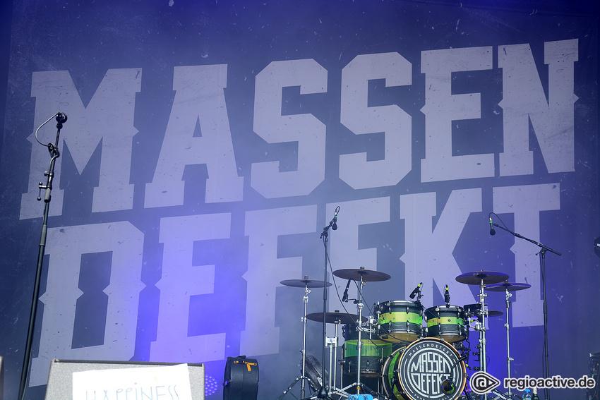 Massendefekt (live auf dem Happiness Festival, 2018)