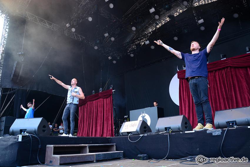 Antilopen Gang (live beim Happiness Festival, 2018)