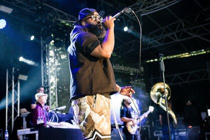 Gute Vibes - Rhythmisches Feuerwerk: Fotos von The Roots live im Kölner Tanzbrunnen
