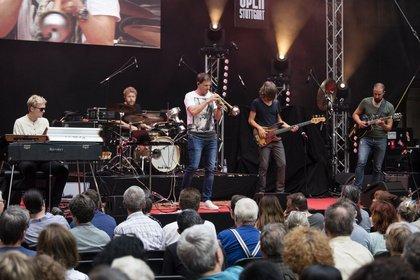 Bass vom Feinsten - Live-Bilder von Thomas Siffling als Vorgruppe von Stanley Clarke in Stuttgart