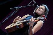 Fotos von Charlie Austen als Opener von Bryan Ferry live in Mainz