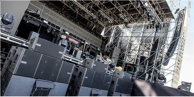 Das neue VIO L212 System von dBTechnologies war mit Caparezza auf Tour