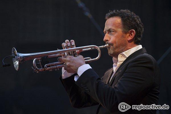 Gut leben - Der Trompeter: Live-Bilder von Till Brönner bei den Jazzopen Stuttgart