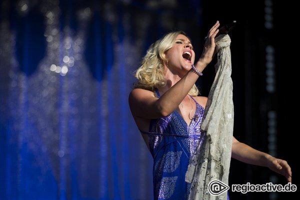 Beseelt - Mit Power: Fotos von Joss Stone live bei den Jazzopen Stuttgart
