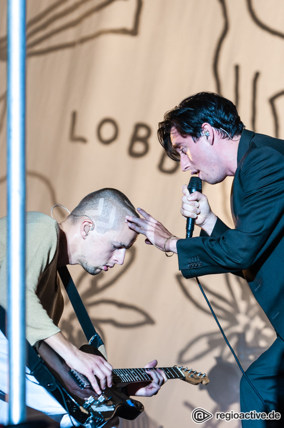 Bilderbuch (live beim Deichbrand Festival 2018)