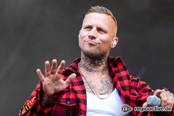 Authentisch - Böser Bube: Fotos von Kontra K live beim Deichbrand Festival 2018