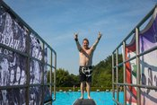 Poolparty in Schwarz: Bilder aus dem Freibad Wacken beim WOA 2018