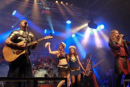 Humorvolle Zeitreise - Feuerschwanz: Bilder der Mittelalter-Rocker live beim Wacken Open Air 2018