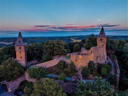 """Bergauf für Kultur - Burg Frankenstein lädt im September zum """"Warm Up"""" für neues Kulturfestival ein"""