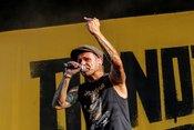 Spaß auf der Bühne: Fotos der Donots live beim Highfield Festival 2018