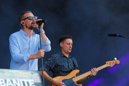 Kann die Witze nicht lassen - Mit Glanz: Live-Bilder von Gloria beim Highfield Festival 2018