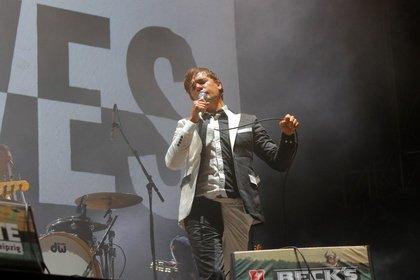 Rock in Schwarz-Weiß - Auf Tuchfühlung: Fotos von The Hives live auf dem Highfield Festival 2018