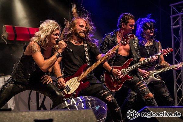 Hard-Rock vom Feinsten - Kissin' Dynamite: Bilder ihres tobenden Gigs bei Rock im Hinterland 2018