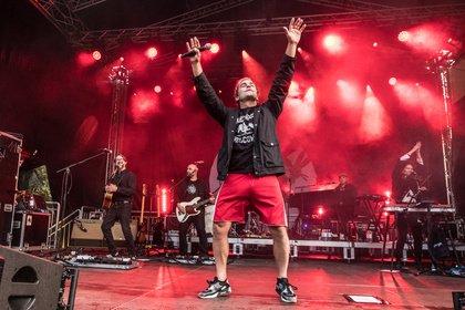 Deutsch-Pop gegen Rechts - Bosse: Live-Bilder seines mitreißenden Auftritts beim Jamel rockt den Förster 2018