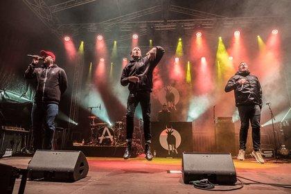 Party gegen Rechts - Antilopen Gang: Live-Bilder der Deutsch-Rapper beim Jamel rockt den Förster 2018