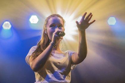 Von Bergen nach Hamburg - Sigrid: Live-Bilder der norwegischen Sängerin beim Reeperbahn Festival 2018