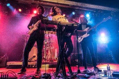 """""""Wie eine bunte Disco-Party auf Acid"""" - Tanzbar: Live-Bilder von Parcels beim Reeperbahn Festival 2018"""