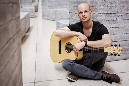 """Neues Album """"Mudra"""" plus Tour - Robert Graefe, Sieger des Awesome Acoustics Contests, über seinen Weg als Solokünstler"""