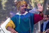 Lebensfroh: Bilder von Yvonne Mwale live beim Altstadtfest Frankfurt