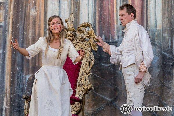 Fesselnd - Die Dramatische Bühne spielt Faust: Live-Bilder vom Altstadtfest Frankfurt