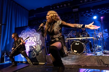 Metal-Geburtstagsparty - Live-Bilder von Kobra And The Lotus bei der Female Metal Voices Tour 2018 in Mannheim