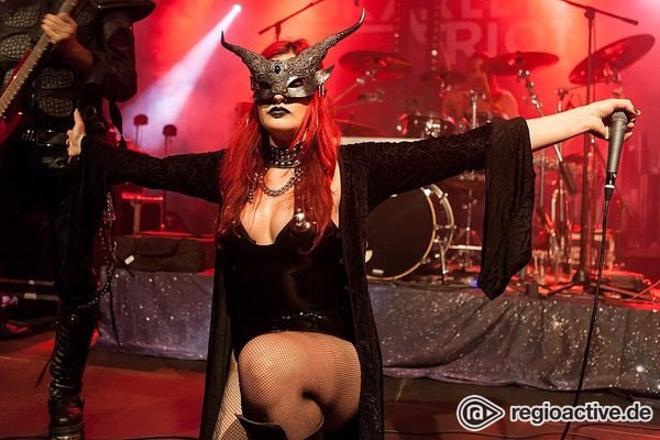 Neue Mutter - Martyrium: Fotos der Malteser live bei der Female Metal Voices Tour in Mannheim