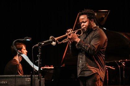 Erwartungen erfüllt - Lyrik und Leidenschaft: Ambrose Akinmusire live bei Enjoy Jazz 2018 in Ludwigshafen
