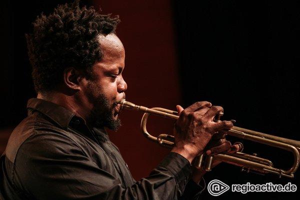 Tradition und Moderne - Kreativ: Bilder von Ambrose Akinmusire live bei Enjoy Jazz 2018 in Ludwigshafen