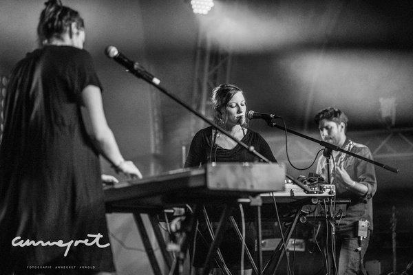 Keyboards & Gitarre - Elektro-Pop: Bilder von Lluvia live beim Rockbuster- Finale 2018