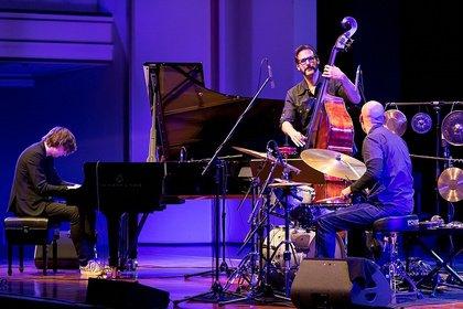Variantenreich - Fotos des Michael Wollny Trios live bei Enjoy Jazz 2018 in Ludwigshafen