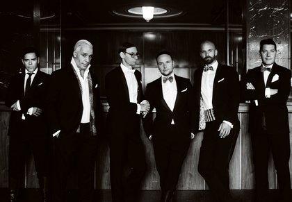 Politische Aussage - Rammstein-Mitglieder küssen sich bei Konzert in Moskau