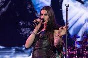 In Leder: Live-Fotos von Nightwish in der Barclaycard Arena Hamburg