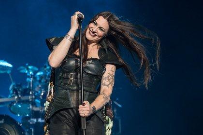 Voll dabei - In Leder: Live-Fotos von Nightwish in der Barclaycard Arena Hamburg