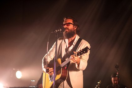(Where's the) real emotion, baby? - Father John Misty lässt in Darmstadt Lebendigkeit vermissen