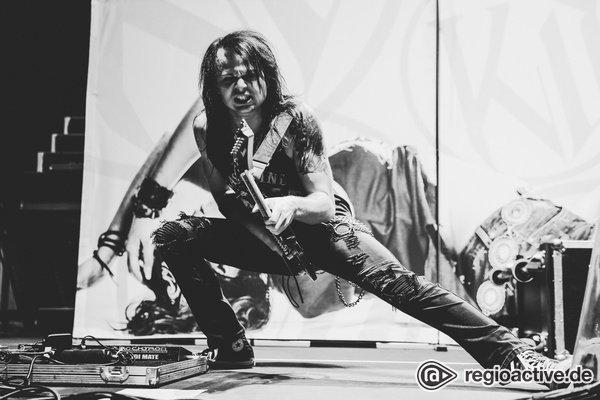 Explosiv - Fotos von Kissin' Dynamite live als Vorgruppe von Powerwolf in Ludwigsburg