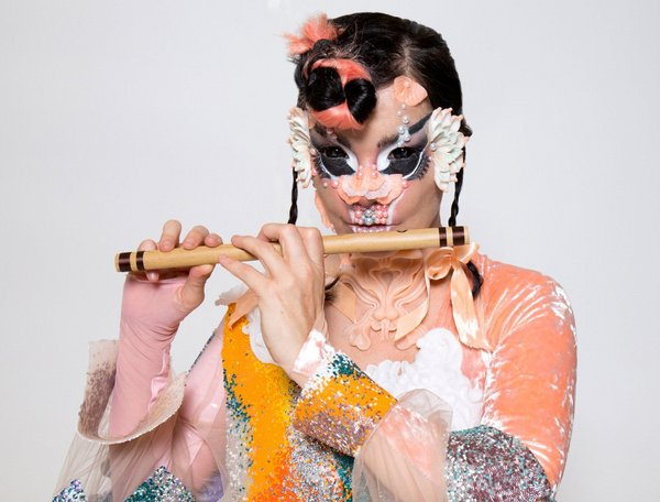 Unvergleichlich - Björk tritt 2019 mit einer extravaganten Bühnenshow in New York auf