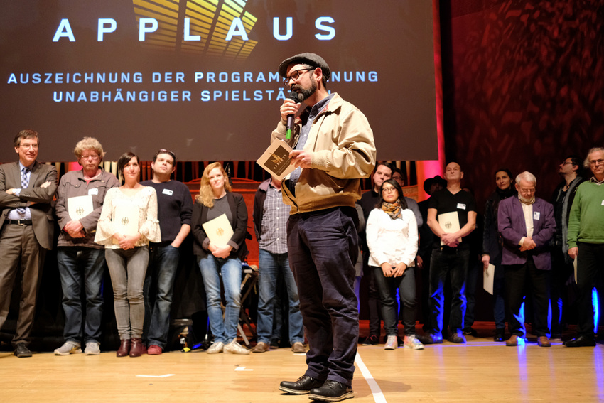 Magnus Hecht (LiveKomm) präsentiert das Institut für Zukunft, die Spielstätte des Jahres