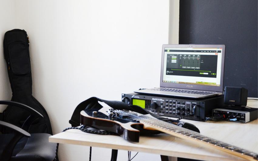 Online Musizieren: JamKazam, Skype und Sofasession im Vergleich