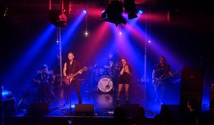 Vielseitig - Fotos von Built to Resist live beim Bandsupport Abschlusskonzert 2018 in Mannheim