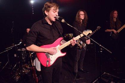 Konzert mit rotem Faden - Bilder von Ellmaurer live beim Abschlusskonzert des Bandsupport 2018 in Mannheim