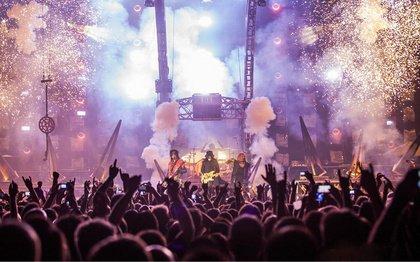 Tommy Lee (Mötley Crüe) wirft Travis Scott den Diebstahl seiner Showideen und Bühnenelemente vor
