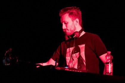 Support mit Energie - Live-Bilder von DJ Jerome als Opener von Scooter in Mannheim