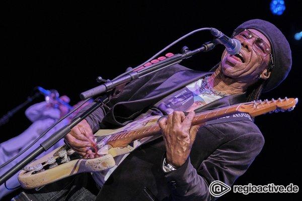 Funky - Discostars: Fotos von Nile Rodgers & Chic live in der Jahrhunderthalle Frankfurt