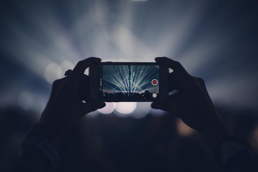 Britische Konzertbesucher genervt von Handy-Nutzung auf Konzerten