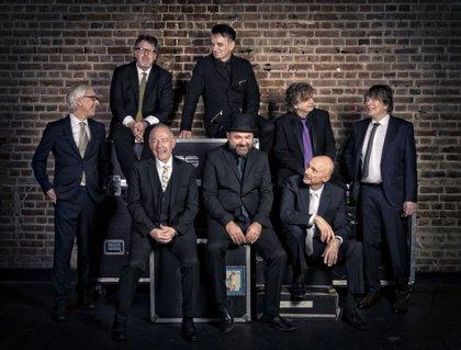 Ein fünfzigjähriges purpurrotes Vergnügen - King Crimson spielen in Frankfurt ein Konzert wie aus einem Guss