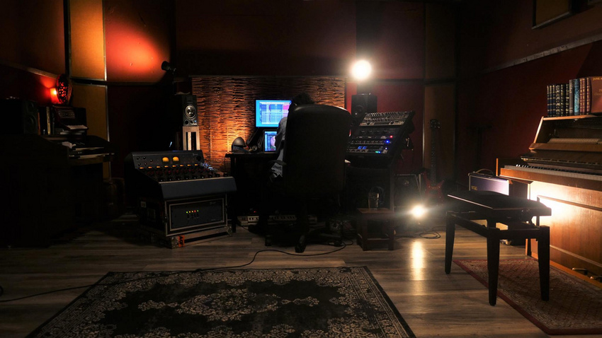 "Der Red Room in den The Famous Gold Watch - AudioVisual Studios ist Ort der Shure Studio Tage ""Berlin Edition""."