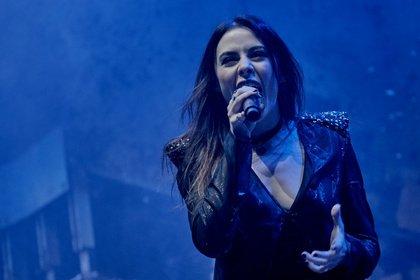 Immer wieder anders - Fotos von Beyond The Black live als Opener von Within Temptation in Frankfurt