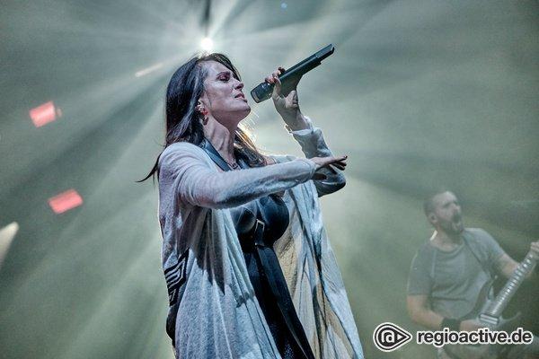 Mit wehenden Fahnen - Intensiv: Bilder von Within Temptation live in der Jahrhunderthalle Frankfurt